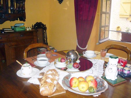 Cotignac, France: petit dejeuner