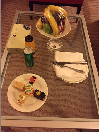 Welcome drink and fruits .