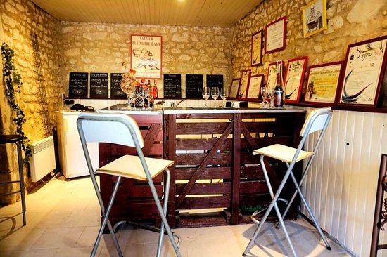 Le Puy-Notre-Dame, France: Salle de dégustation