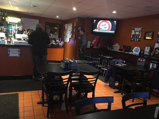 East Rochester, NY: Good Smoke BBQ - dining area