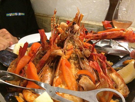 Restaurante O Pescador: 魚介類たっぷりのパエジャ