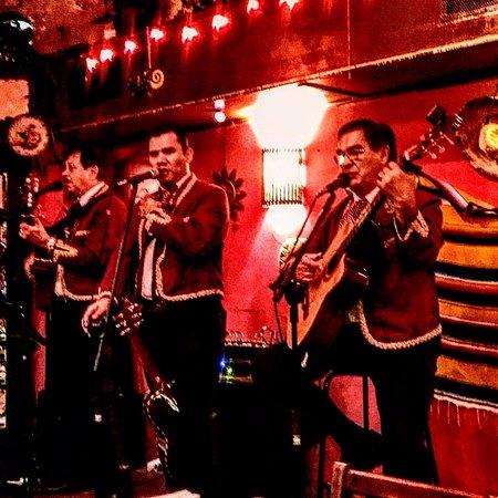 El Mariachi Cantina Mexicana: Live mariachis on saturday night