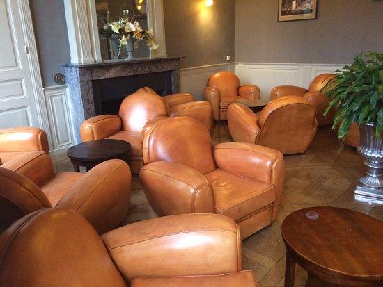 Perier du Bignon Hotel : Stock de fauteuil et choix de moquette.....