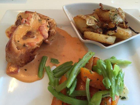 Knock, Ирландия: Chicken with creamy sundried tomatoes, crisp potatoes