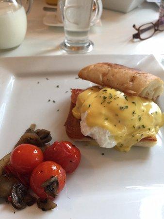 Knock, Ирландия: Eggs Benedict
