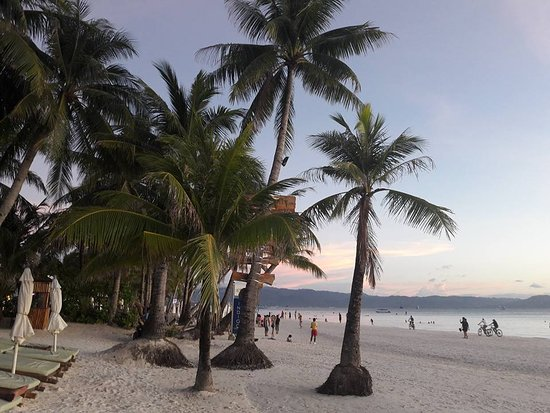 Friday's Boracay: The only hotel, that is still a piece of paradise...