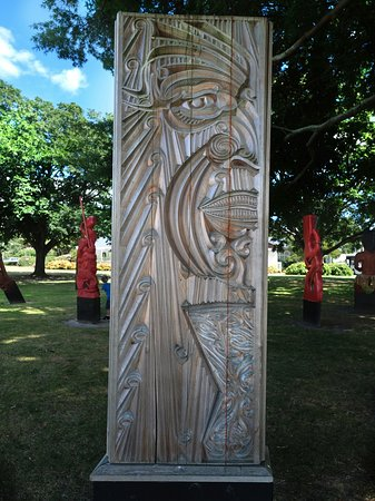 Hastings City Art Gallery: Maori Carvings