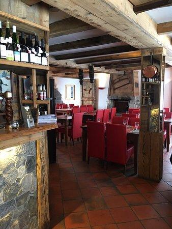 Vallandry, France: les lieux sont accueillants, autant le bar que dans la salle de dîner et la cheminée vous réchau
