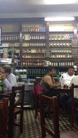Antigua Taberna Queirolo: photo1.jpg