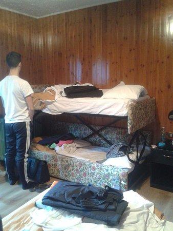 """Hotel Arlecchino: Ecco la proporzione di mio figlio 17enne con il """"letto a castello"""""""