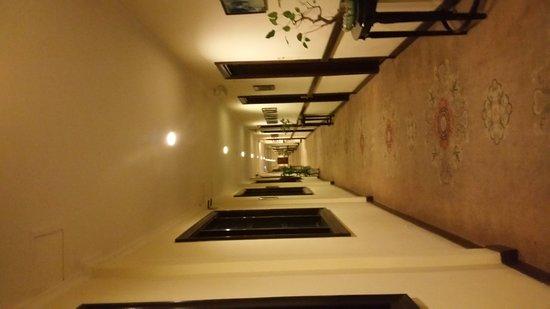 Hotel Saigon Morin: 20170121_214229_large.jpg