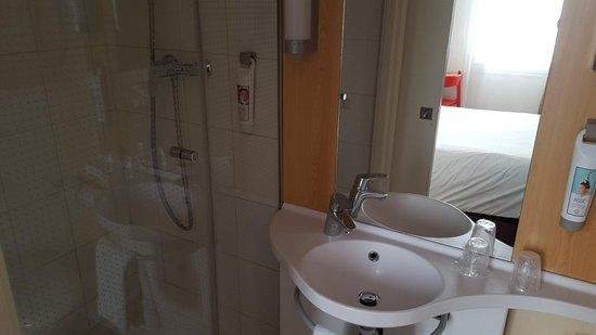 Salle de bain photo de ibis nice centre notre dame for Salle de bain nice