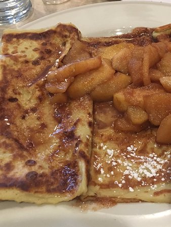 Mundelein, IL: Cinnamon Apple Crepes