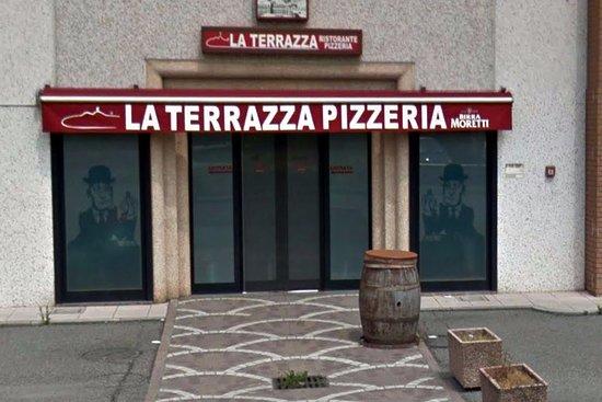 Uno degli ingressi alla pizzeria. - Picture of La Terrazza, San ...