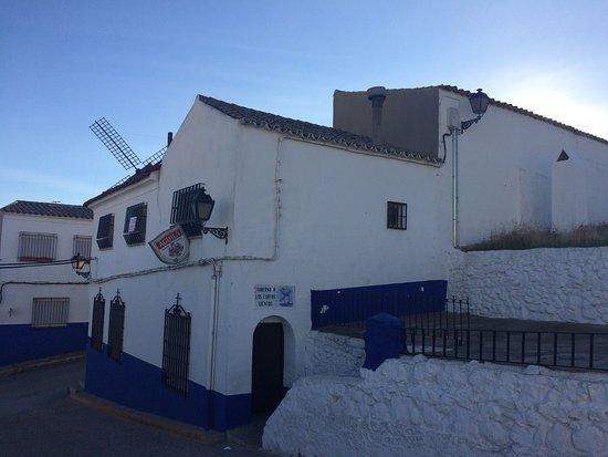 Mota del Cuervo, España: village blanc
