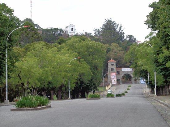 Parque Independencia: Portal del Parque desde la Avda Arturo Illia
