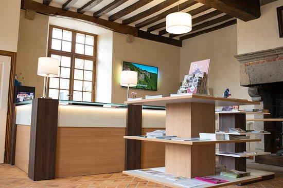 Ducey, فرنسا: Situé dans les communs du château des Montgommery, le Bureau d'Information Touristique de Ducey.