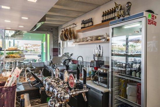 Signa, Italia: zona di preparazione dei panini