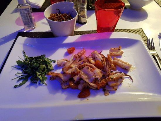 Sipra Comptoir et Saveur: Assiette de calamars avec nouilles sautées