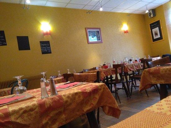Semur-en-Auxois, Prancis: la salle à manger