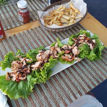 Marina Bar & Restaurant: You can order snacks all day at Marina