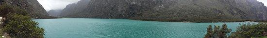 Lake Llanganuco: Imagen panoromica de la laguna Llanganuco