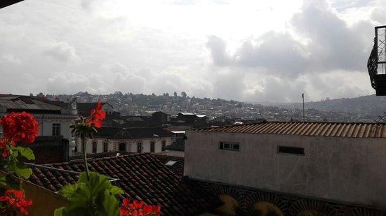 Hotel San Francisco de Quito: Vista desde el balcon de acceso a la habitacion