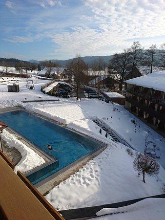 Blick auf den beheizten Außenpool - Bild von Hotel Lindenwirt ...