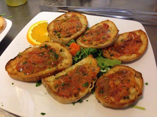 Olmedo, Italia: crostini ai ricci