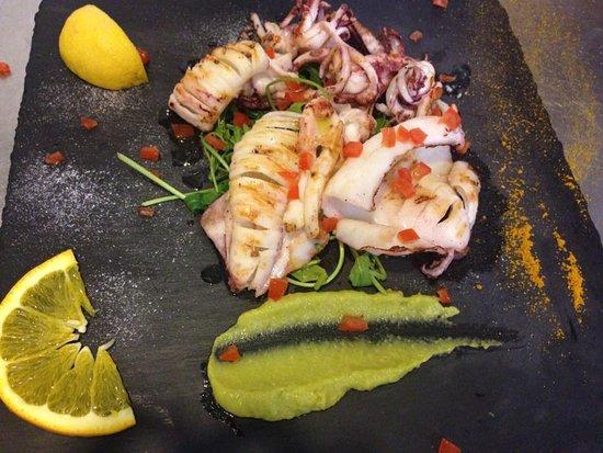 Olmedo, Италия: calamari freschi alla griglia