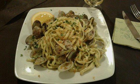 Olmedo, Италия: tagliolini con pesto di mandorle,vongole e bottarga