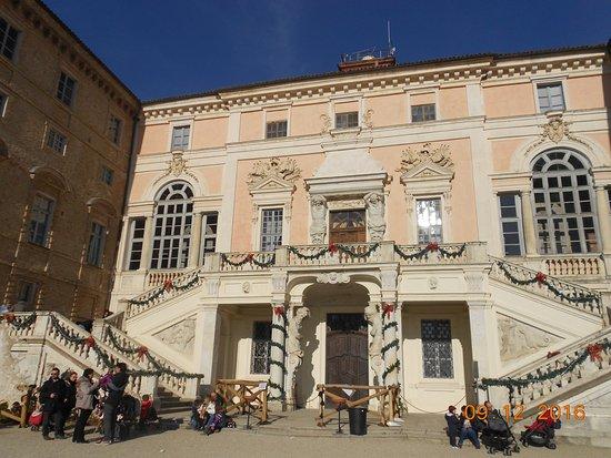 Govone, Ιταλία: facciata del Castello