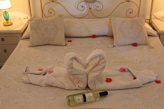 San Pantaleo, Italia: Origami Towel con cigni per ogni occasione speciale!