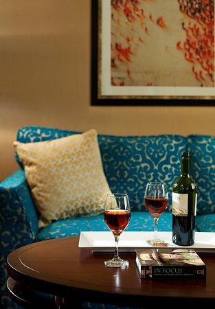 Kimpton Hotel Monaco Chicago: CMNMediterranean Suite Parlor