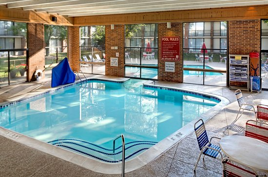 Holiday Inn Ann Arbor / University of Michigan: Indoor Swimming Pool Area