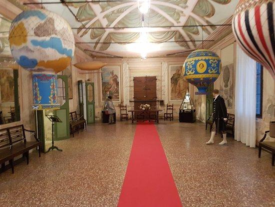 Due Carrare, Italy: la sala delle mongolfiere