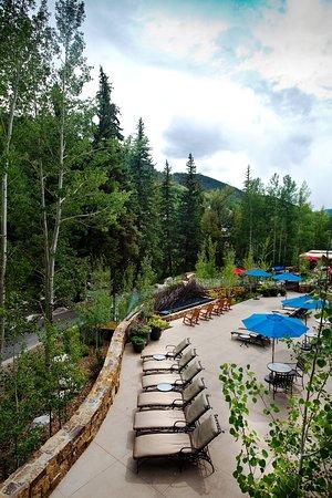 Hotel Talisa, Vail: Vail Cascade Exterior Summer Back Deck