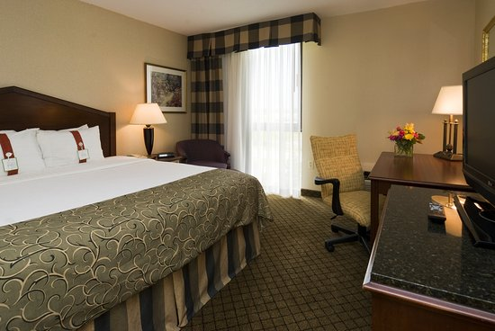Holiday Inn Hotel & Suites Cincinnati-Eastgate: 2-Room Suite with Whirlpool 1 Bedroom, and 2 Full Baths