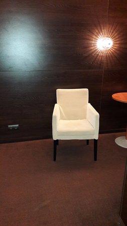 Vecses, المجر: Corridor with chair