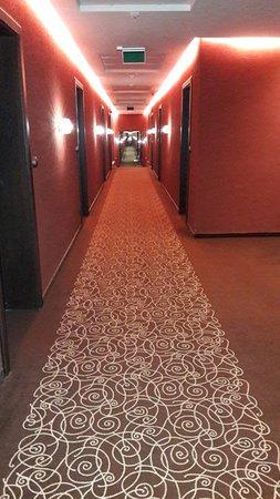 Vecses, Hungría: Long corridor