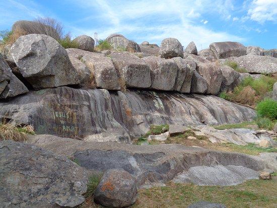 Piedra Movediza: Rocas cristalinas del precámbrico