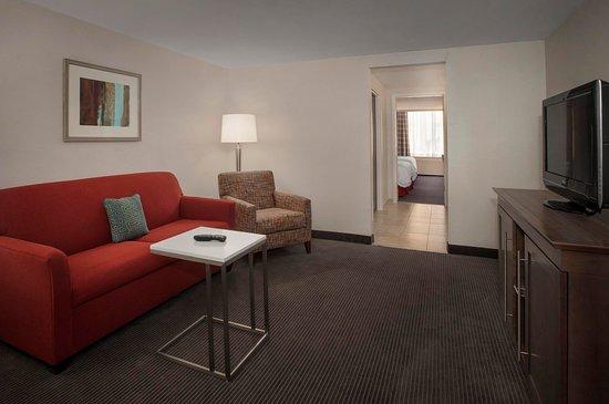 Hampton Inn & Suites Milwaukee Downtown: 2 Double Beds w/Whirlpool