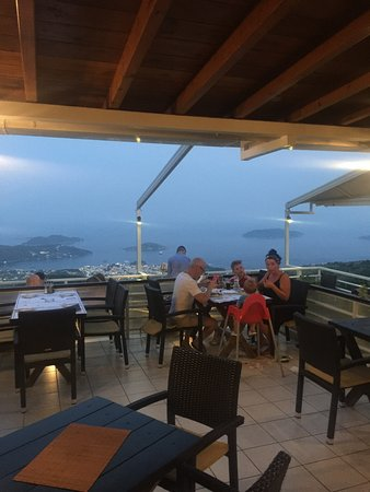 Platanos Restaurant: Well, what a view !