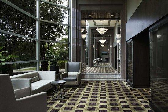 Hilton Toronto / Markham Suites Conference Centre & Spa: Hallway from Markham Ballroom towards Main Lobby