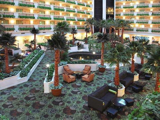 Embassy Suites by Hilton Las Vegas: Atrium