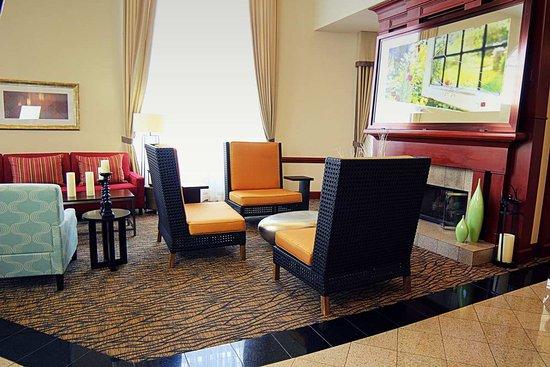 Hilton Garden Inn Charlotte Uptown: Lobby Fireplace