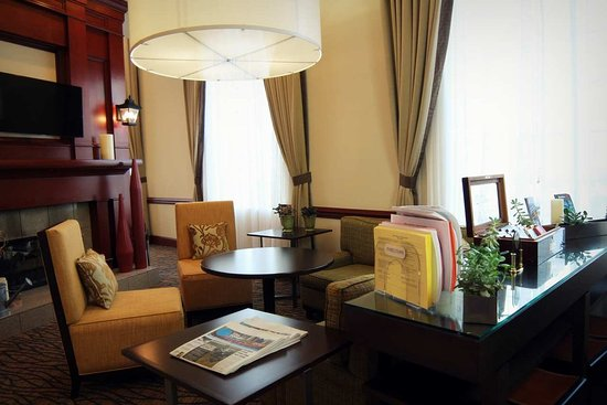 Hilton Garden Inn Charlotte Uptown: Lobby Sitting Area