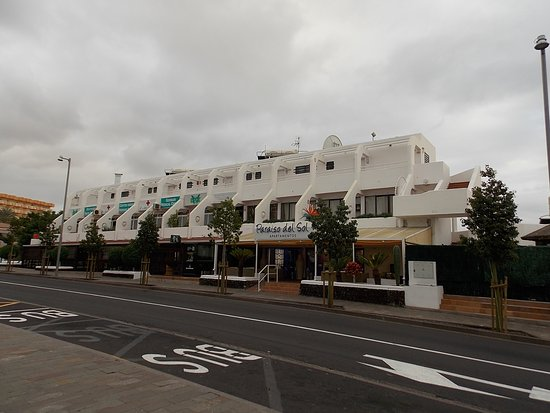 Paraiso del Sol Apartments: View from across the road