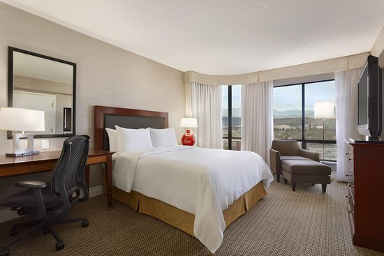 Hilton Vancouver Airport: King Accessible Room