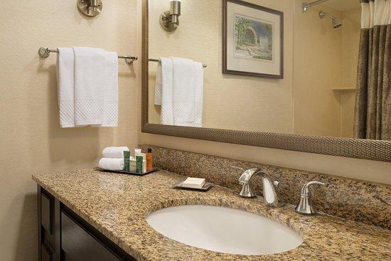 Frontenac, MO: Guest Bathroom